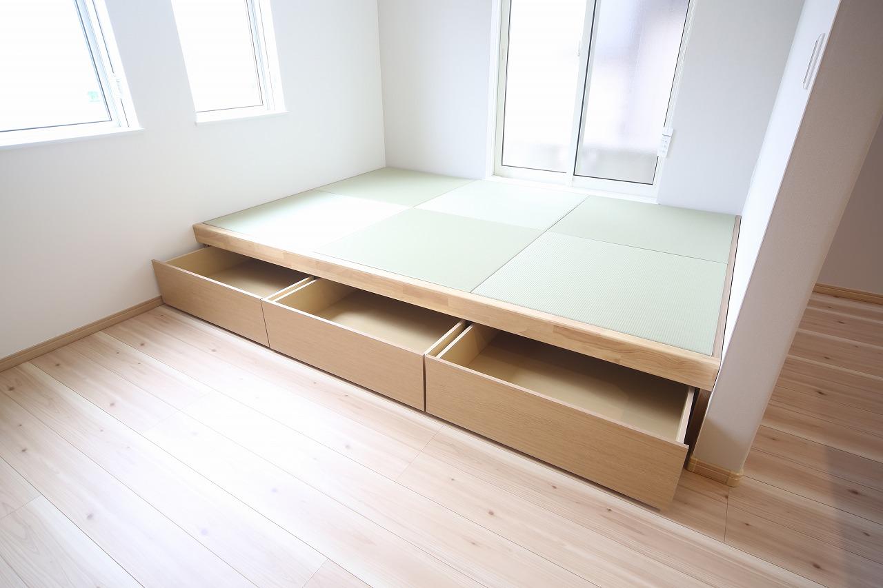 【洋室】 心と体をゆったりと安らげる主寝室。寝室のゆとりが大きい分だけ、暮らしの安らぎは深まります。一日の疲れを癒すだけでなく、ご夫婦の親密な語らいを紡ぎ出します。