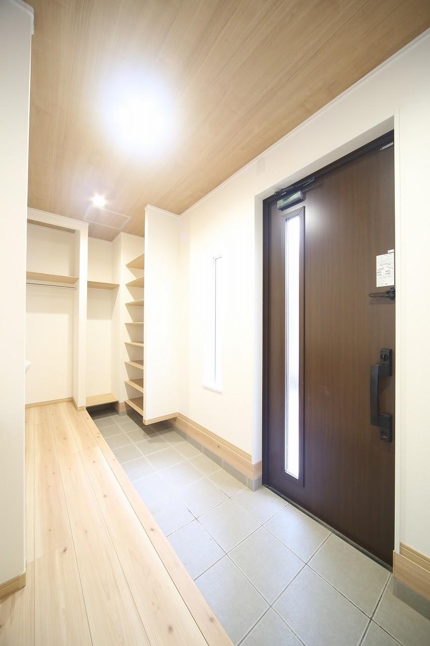 【リビング】 少しでも豊かに快適に。そんな想いから生まれた邸宅はこれから先の住まいを支えます。
